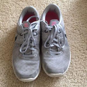 Gray & black Nike Flex